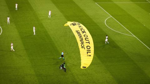 Deutschland gegen Frankreich: Trainer fast von Gleitschirm getroffen!
