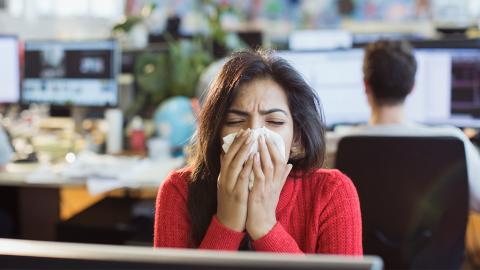 Loch in der Nase: Junge Frau verliert Geruchssinn, weil sie dieses rezeptfreie Medikament verwendet