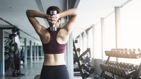 Frau wird aus dem Fitnessstudio geworfen, weil ein bestimmtes Körperteil zu groß ist