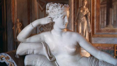 Italien: Tourist beschädigt 200 Jahre alte Statue bei Aufnahme eines Selfies