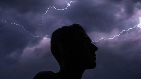 Autsch: Blitz schlägt in 61-Jährigen ein und verbrennt sein bestes Stück