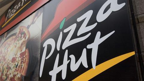Pizza-Hut-Mitarbeiter nimmt Arbeit nicht ernst: Dann kämpft 3-Jähriger um sein Leben