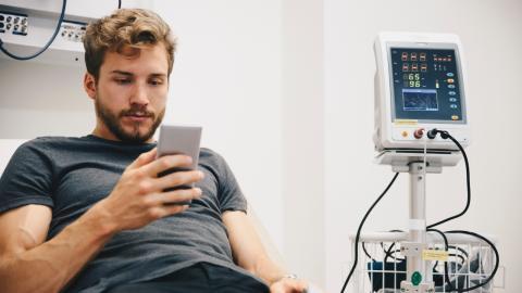 Für Smartphone: Jugendlicher verkauft einen Teil seines Körpers