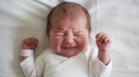 Embryo 1992 eingefroren: Baby wird 28 Jahre später geboren!