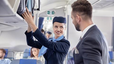 Für ein Date mit der Stewardess riskiert Fluggast das Leben der Passagiere