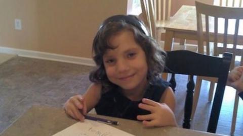 Paar glaubt, es adoptiert 6-jähriges Mädchen: Zu Hause kommt Wahrheit ans Licht