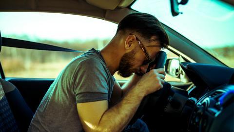 Mann ist ständig betrunken, ohne Alkohol konsumiert zu haben: Erst ein Arzt bringt Licht ins Dunkle