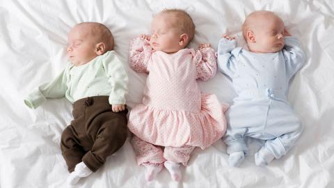 Keine Drillinge: Frau bringt in einem Monat drei Kinder zur Welt