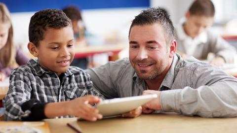 Durch selbstlose Aktion rettet Lehrer seinem Schüler das Leben