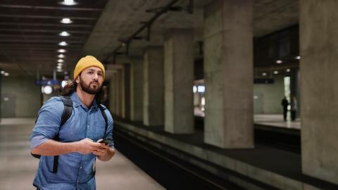 Mann findet Baby in der U-Bahn, dann führt sie das Schicksal erneut zusammen
