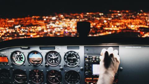 Flugzeug: Pilot findet versteckte Pandemie-Botschaft in Cockpit