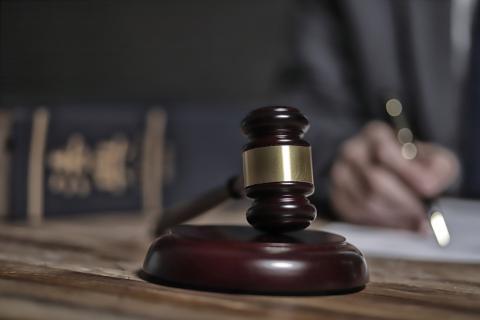 Vater kommt ins Gefängnis, nachdem er seine Kinder in den Gefrierschrank gesperrt hat