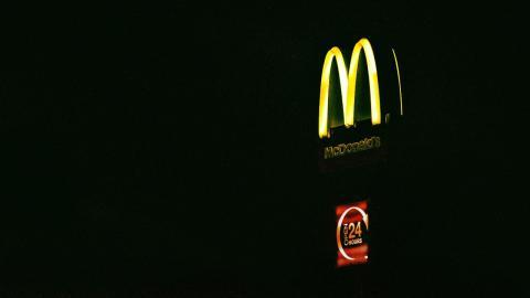 Bombendrohung im McDonald's: Mann dreht durch, als er eine falsche Bestellung erhält