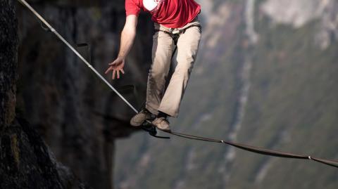 In 600 Metern Höhe: Vier Deutsche brechen den Weltrekord im Slacklining