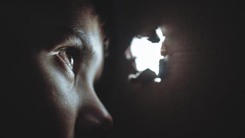 Doch kein Einbrecher: Mann erfährt, was sich in seinem Zuhause wirklich abspielt