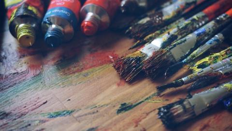 50 Jahre altes Geheimnis: Frau entdeckt im Gemälde ihres Mannes eine geheime Botschaft