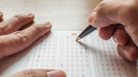 Mann gewinnt Jackpot, weil er diesen alten Trick anwendet