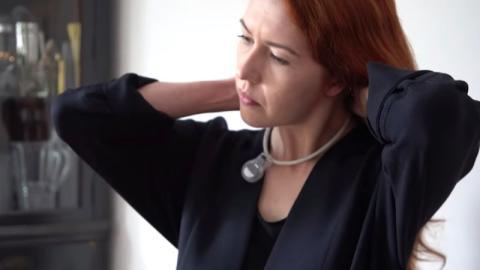 Corona: NASA entwickelt Halskette, die verhindern soll, dass man sich ins Gesicht fasst