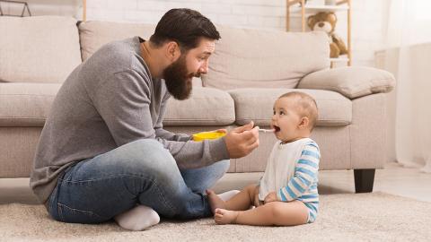 Vaterschaftsurlaub: Alles, was Mann wissen muss