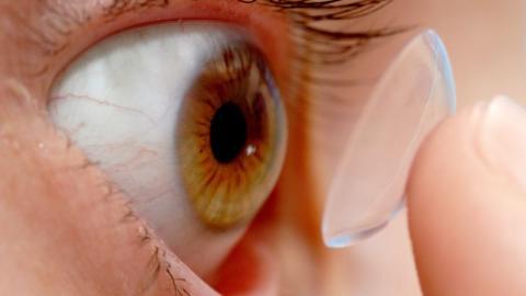 Sommer-Badefreuden: Deshalb solltet ihr ohne Kontaktlinsen schwimmen gehen