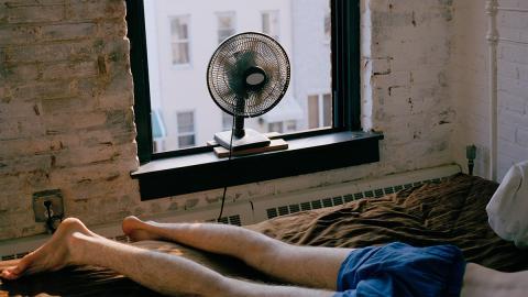 Darum kann es gesundheitliche Folgen haben, mit eingeschaltetem Ventilator zu schlafen