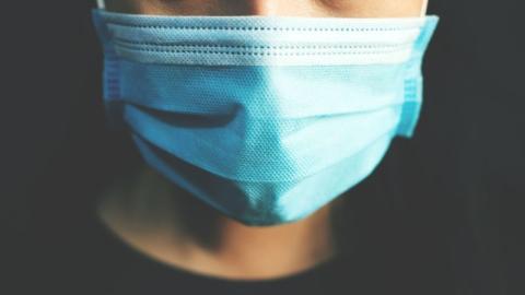 Coronavirus: Bekommen wir vom Masketragen Mundgeruch?