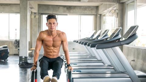 Ohne Gerät: Mit dieser außergewöhnlichen Übung trainiert ihr eure Bauchmuskeln ideal