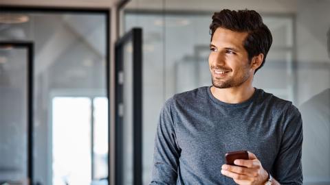 Mann erfolglos auf Tinder: Dann ändert er ein Detail an seinem Foto