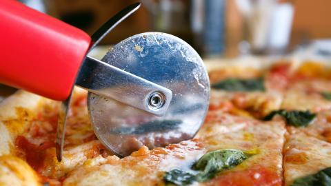 Mathematiker entwickeln eine Methode, wie du deine Pizza ein gleich große Stücke schneiden kannst