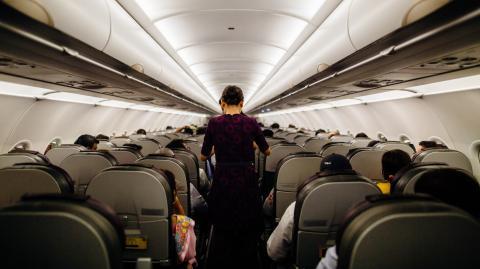 """""""Wer wird Millionär?"""": Stewardess verrät geheimen Code für attraktive Passagiere"""