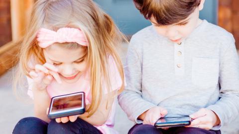 Handy-Sucht: Neue Studie zeigt, welche gravierenden Folgen sie für unsere Kinder wirklich hat