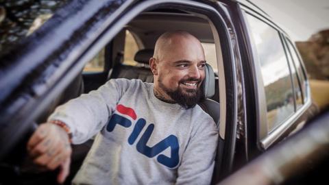 Völlig verändert: Nach 7 Jahren Glatze lässt sich Nik Schröder Haare transplantieren