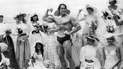 Wie ein Blick in den Spiegel: Arnold Schwarzeneggers Sohn sieht ihm zum Verwechseln ähnlich