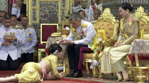 Einlieferung in die Notaufnahme: Corona-Drama beim König von Thailand