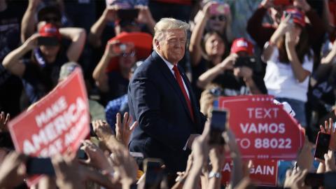 Terroranschlag? Flugzeug abgefangen während Trumps Wahlkampfrede