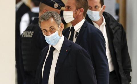 Ex-Präsident Sarkozy ist vor Gericht den Tränen nahe: Ihm drohen vier Jahre Haft!