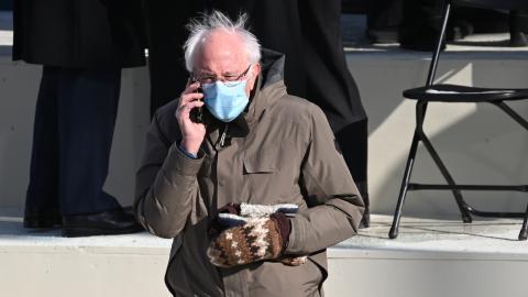 Jeder will das Meme-Merch: Bernie Sanders spendet Einnahmen an Wohltätigkeitsorganisation