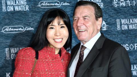 Gerhard Schröder: Deshalb greift seine neue Ehefrau die Ex an