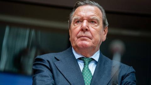 Teure Sache: Darum fordert der Ex-Mann von Gerhard Schröders Frau Schmerzensgeld