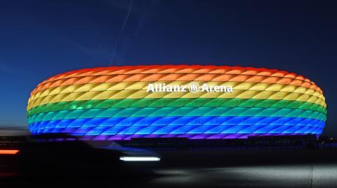 Weltweiter Regenbogen-Protest: Nun lassen auch 8 deutsche Klubs ihre Stadien kunterbunt leuchten und zeigen so ihre Solidarität