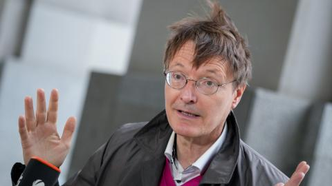 "Comedy vs. Politik: Karl Lauterbach nimmt als ""Lehrling"" an Comedy-Show teil"