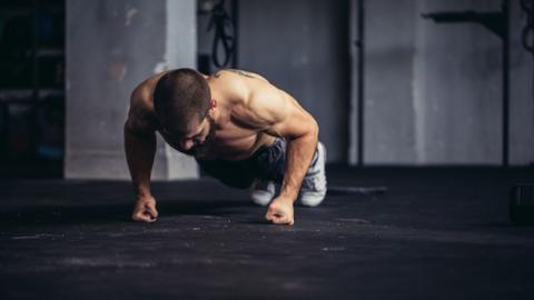 Dieses 5-minütige Full Body-Workout kennt keine Gnade