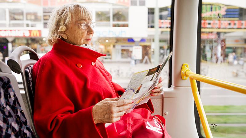 Älteren Leuten soll in öffentlichen Verkehrsmitteln kein Sitzplatz mehr angeboten werden