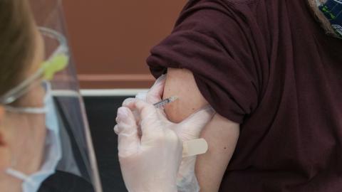 Schlaganfall nach AstraZeneca: Britin stirbt wenige Tage nach Impfung