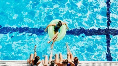 Covid-19: Läuft man beim Schwimmen Gefahr, sich anzustecken?