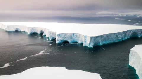 Ein Eisberg so groß wie ganz Paris wird in der Antarktis zur Bedrohung
